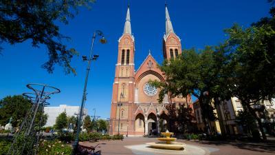 Katolikus téglatemplom
